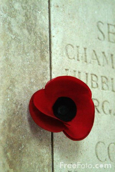 03_07_76---Poppy--The-Menin-Gate--Ypres_web